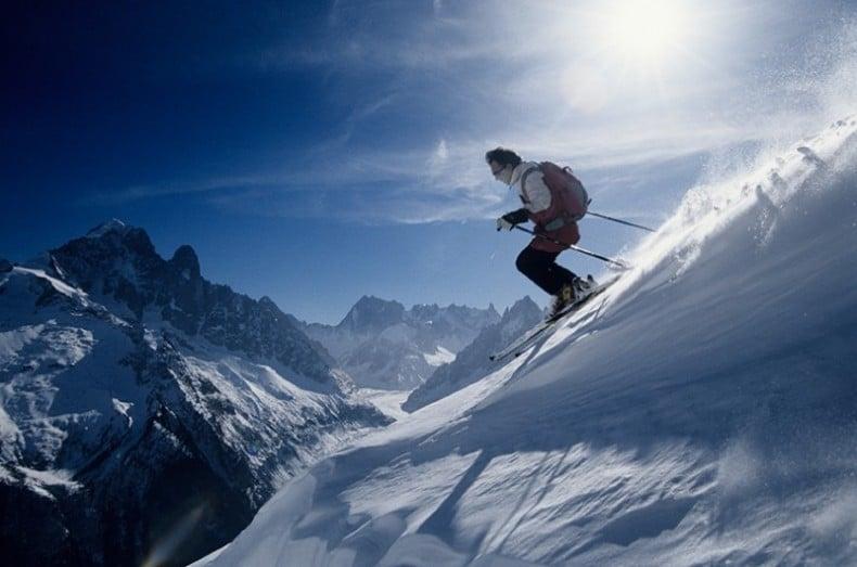 איש עושה סקי