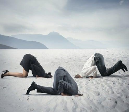 אל תטמון את הראש בחול